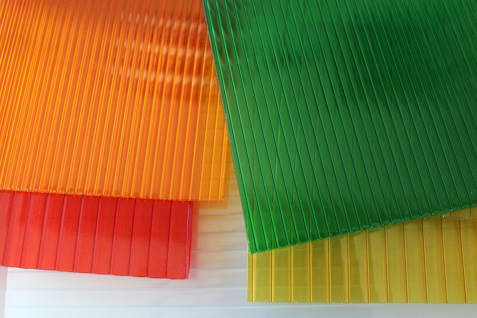 barevný a čirý komůrkový polykarbonát