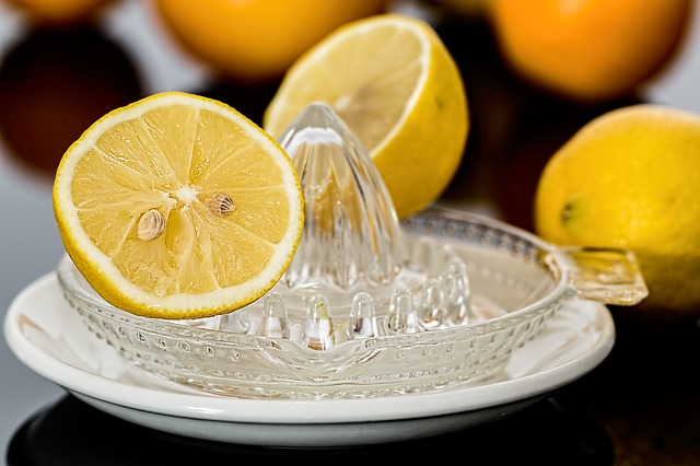 citron a ždímací miska