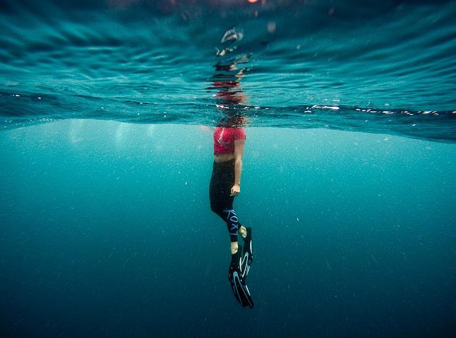potápěčka s ploutvemi