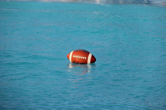 míč ve vodě