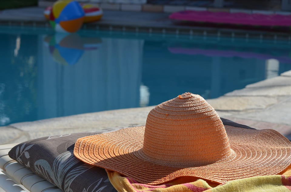 zátiší u bazénu
